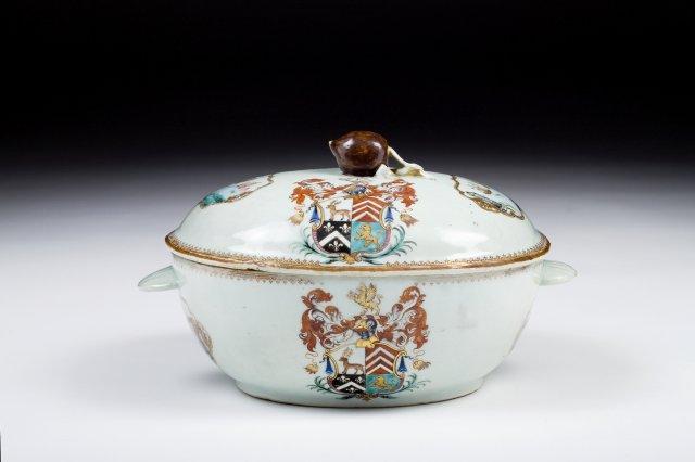 Terrina em porcelana da Companhia das Índias