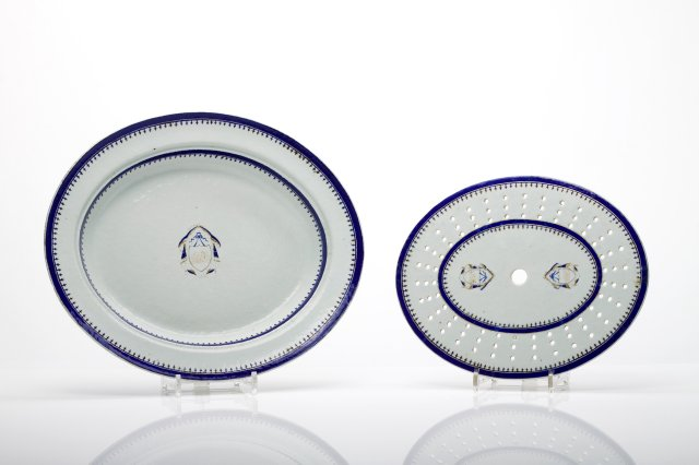 Oval dish with grill