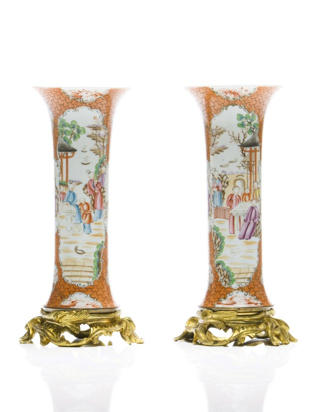 A chinese export porcelain pair of cylindrical vases