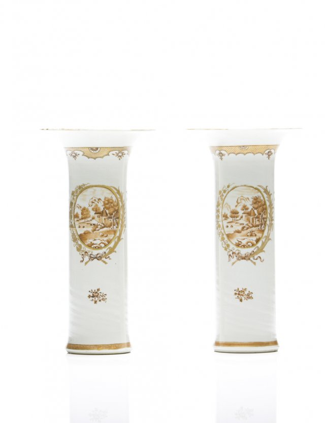 A pair of chinese export porcelain cylindrical vases