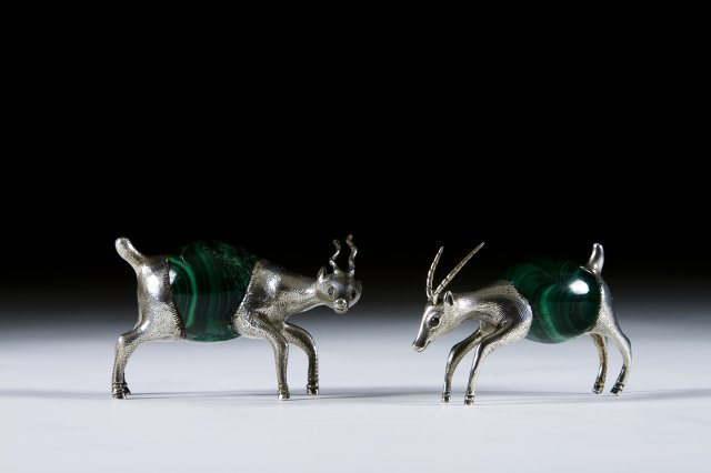 A silver and malachite sculpture of an Antelope