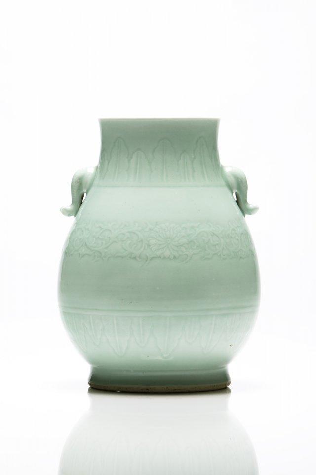 Raro vaso céladon de forma Hu