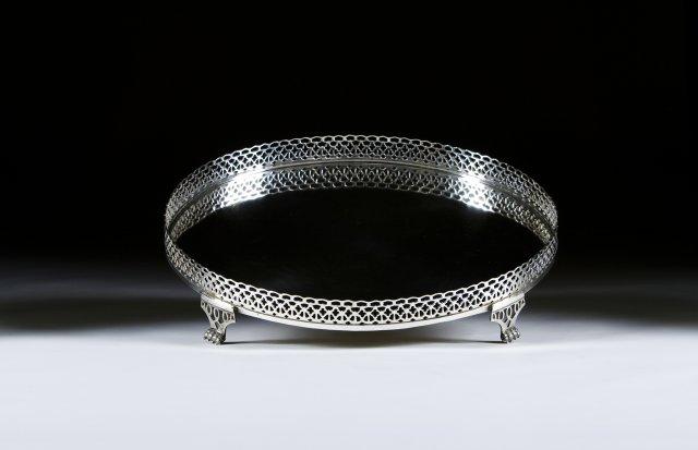 Salva de gradinha de grandes dimensões em prata portuguesa