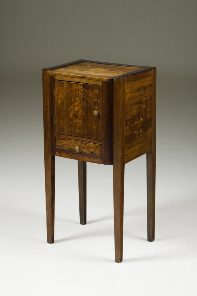 D. Maria (1777-1816)  side table