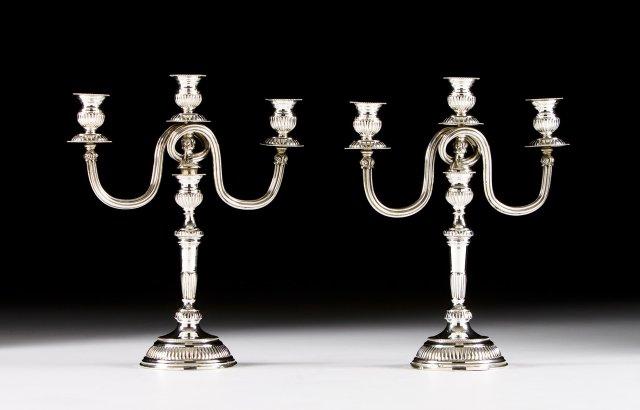 Par de candelabros de três lumes