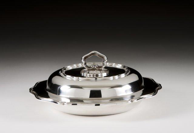 A Portuguese silver entrée dish