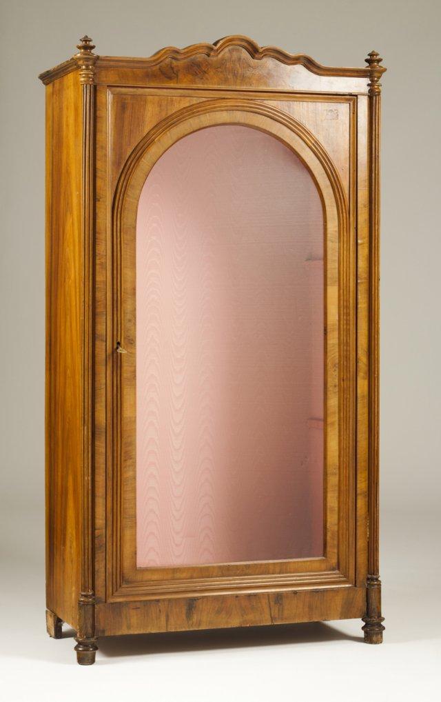An english vitrine cabinet