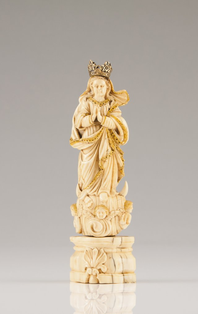 An 18th century Indo-Portuguese ivory sculptur Our Lady of the Conception