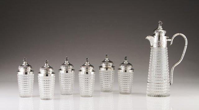 Conjunto de garrafa e seis copos com tampa