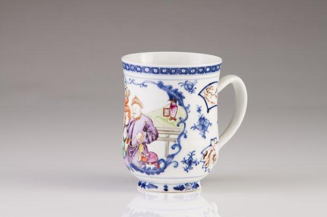 A Qianlong mug