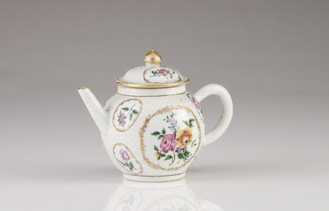 A Qianlong teapot