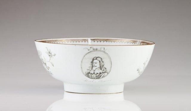 A Qianlong punch bowl, Duke Masons Service