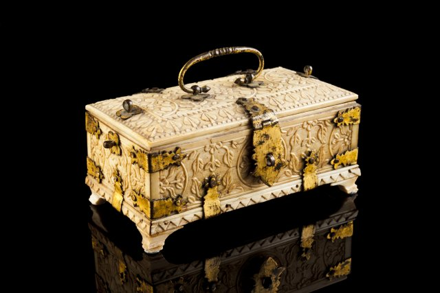 A 17th century miniature Cingalo-Portuguese ivory coffer