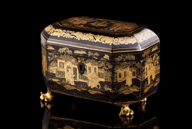 An 19th century Chinese armorial tea caddy