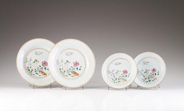"""A pair of Qianlong """"bianco supra bianco"""" plates"""