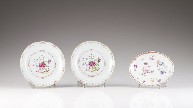 A pair of Qianlong scalloped plates