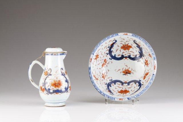 A Qianlong Imari ewer and basin