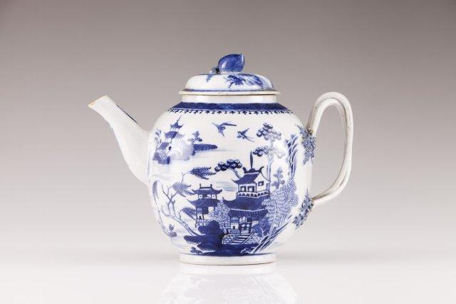 A Jiaqing tea-pot