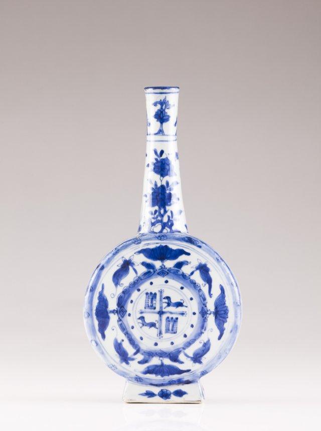 Wanli Armorial Pilgrim's bottle, ca. 1610/20