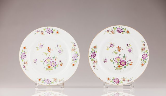 A Qianlong pair of plates