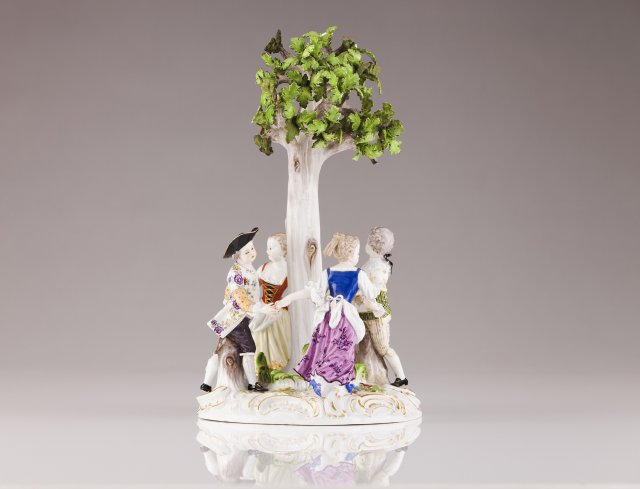 A Meissen group sculpture
