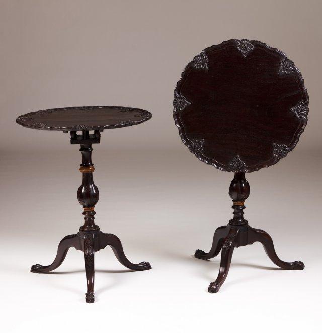 Par de mesas pé de galo estilo D. José