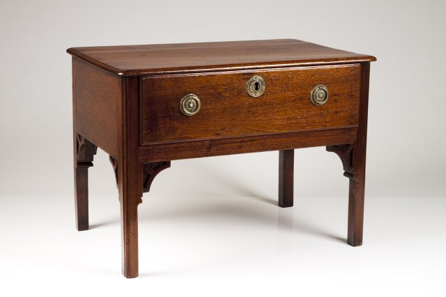 A small D.Maria (1777-1816) side table