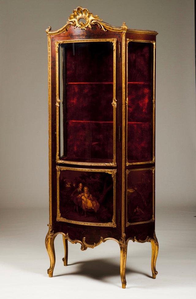 Vitrine estilo Luís XV