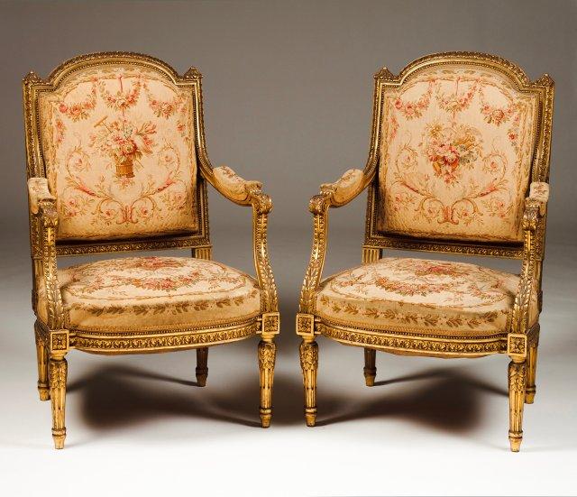 Canapé e par de fauteuils estilo Luís XVI