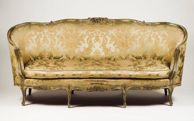 """A Louis XV style Canapé """"en Corbeille"""""""