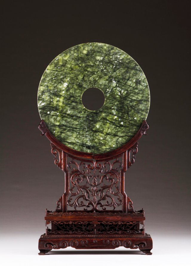 A jade disc screen with stand