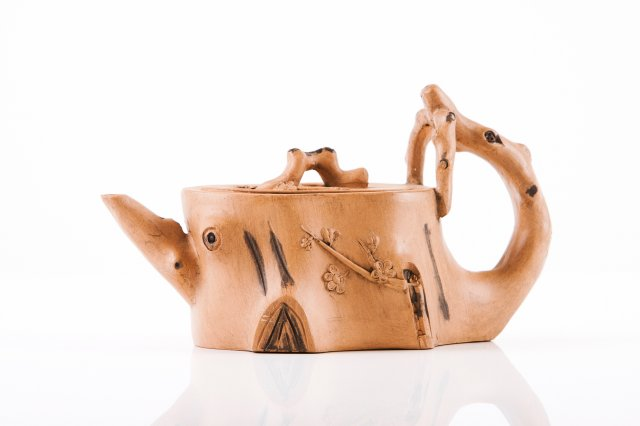 An Yixing tea pot
