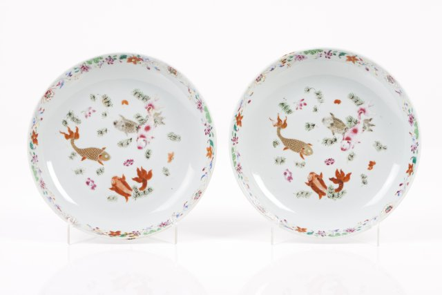 A pair of saucers