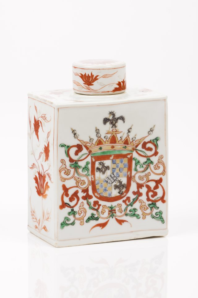 A tea caddy