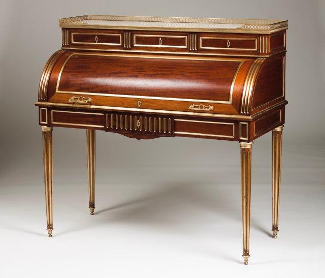 Secretária de cilindro estilo Luís XVI