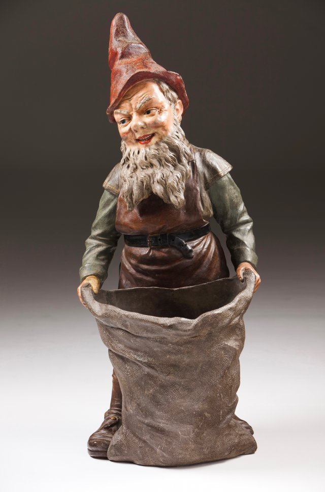 A garden gnome with a sack