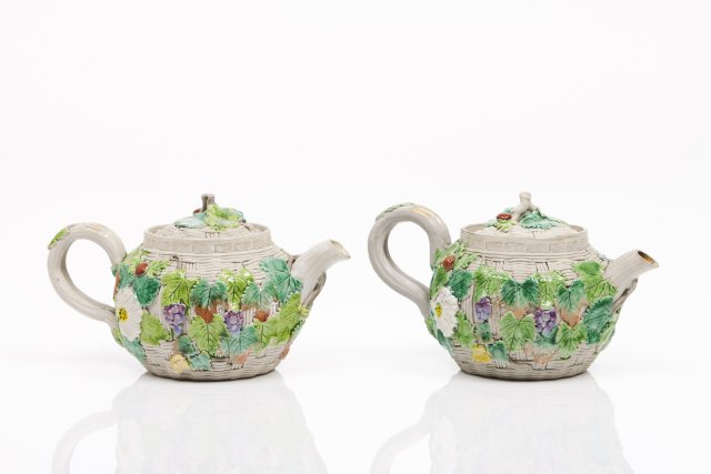 A pair of Yixing teapots