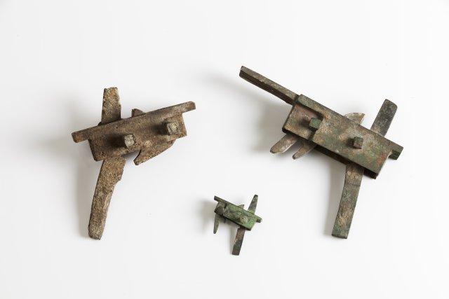Conjunto de três mecanismos de besta
