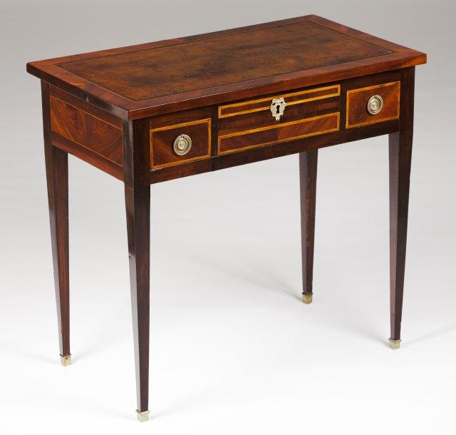 A D. Maria style ladies' desk
