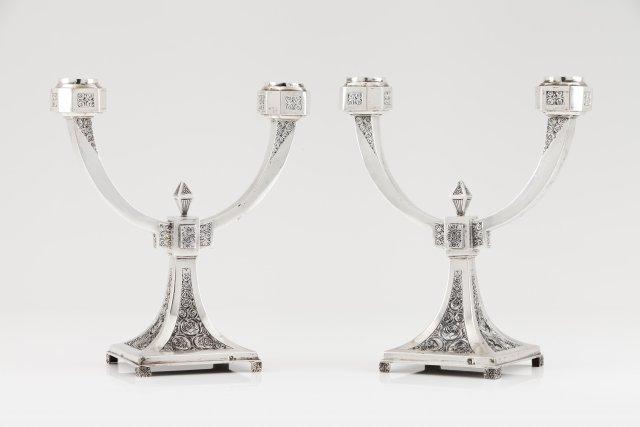 Par de candelabros Art Deco de dois lumes