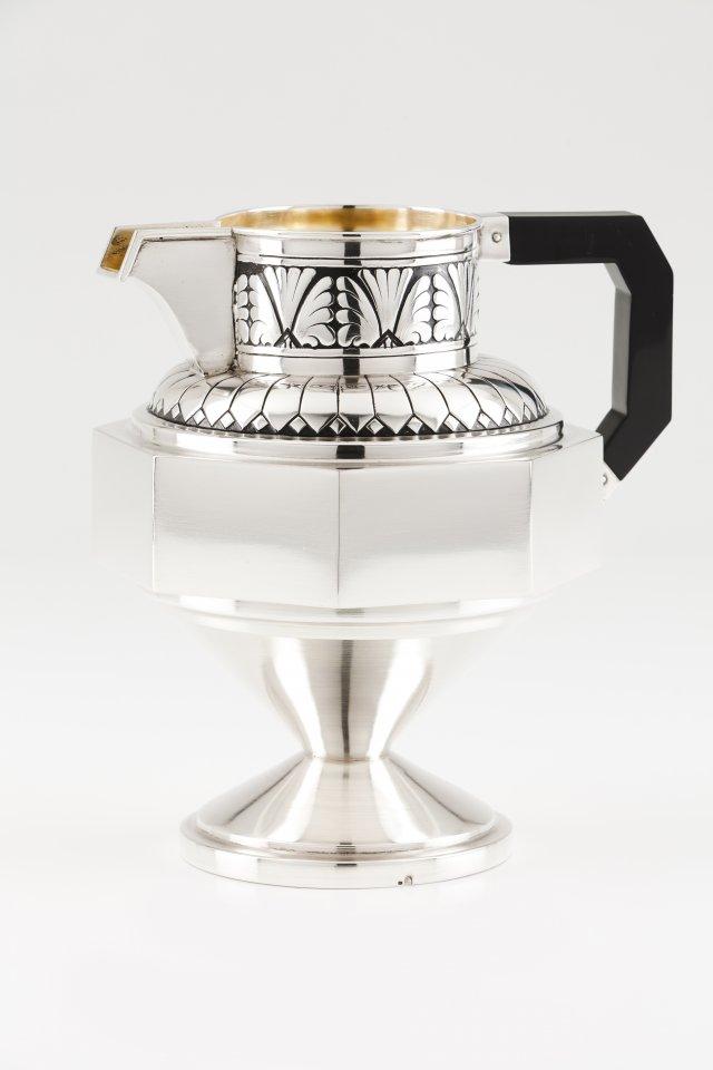 An Art Deco jug