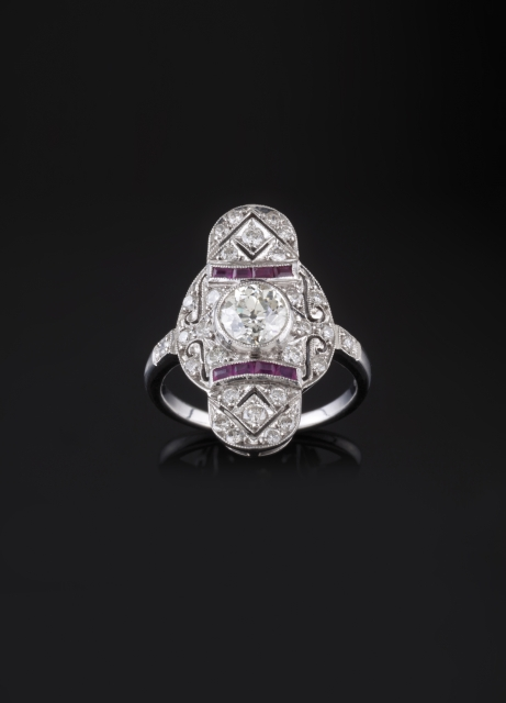 [Auction 73] Lot 2 – An Art Deco ring