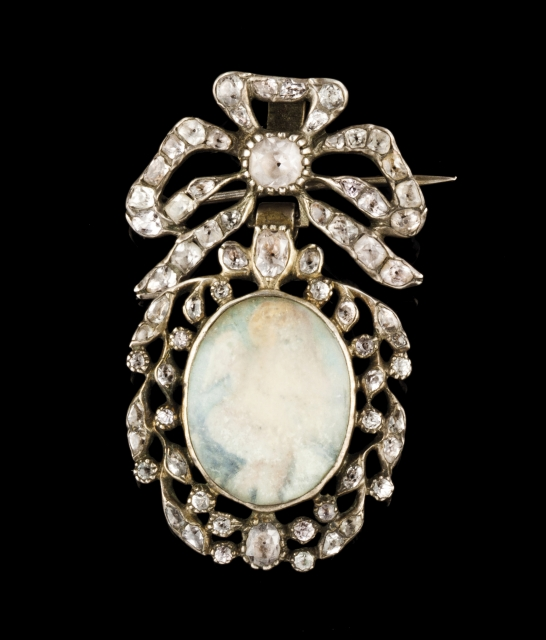 [Auction 73] Lot 46 – A D. Maria (1777-1816) brooch/ pendant