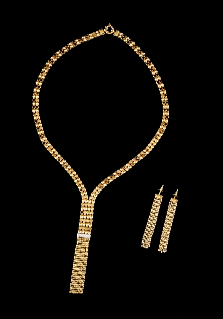 [Auction 73] Lot 57 – A necklace and a pair of earrings