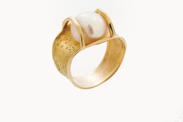 [Auction 73] Lot 8 – A ring