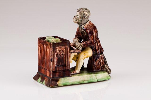 Macaco tocando piano