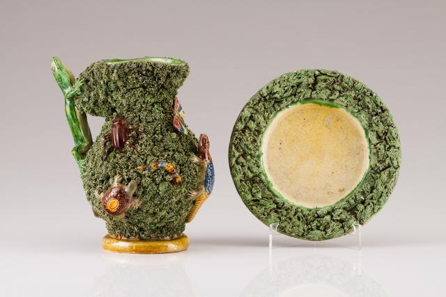 [Auction 72] Lot 19 – A jug with dish
