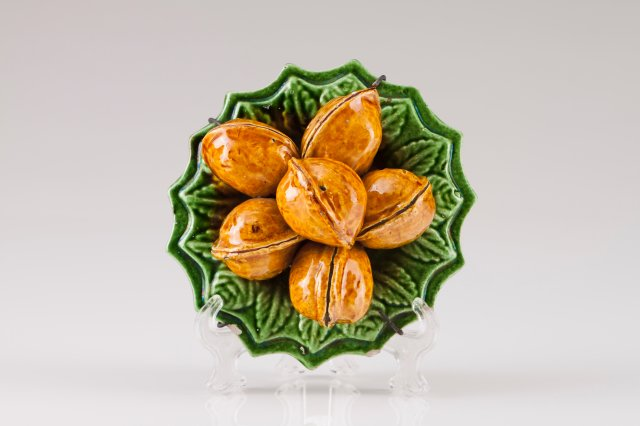 A plate with walnuts