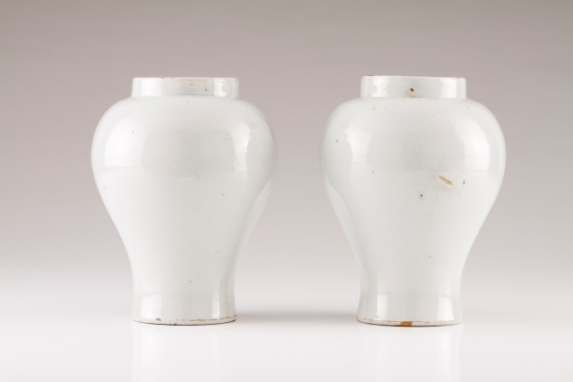 [Auction 72] Lot 6 – A pair of baluster vases